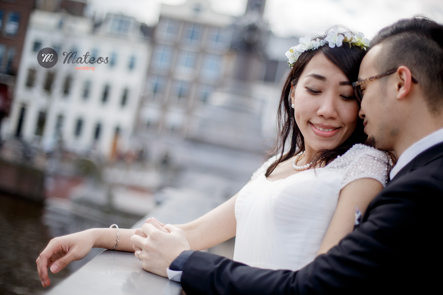 a photoshoot for a pre wedding in amsterdam