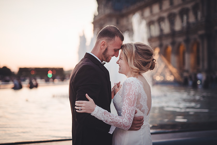 elopement in paris, louvr e pyramid