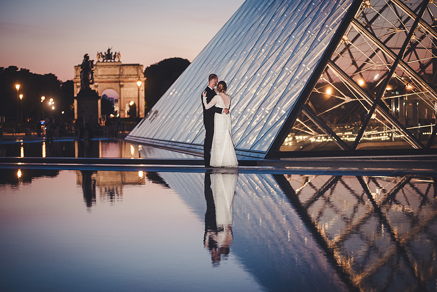 elopement in paris, louvre pyramid