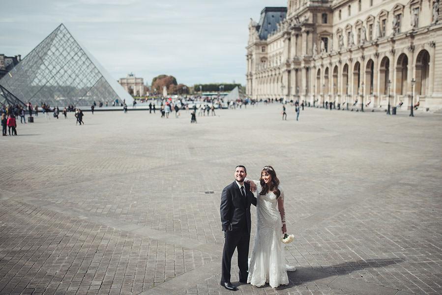 La cour du Louvre autour de laPyramide