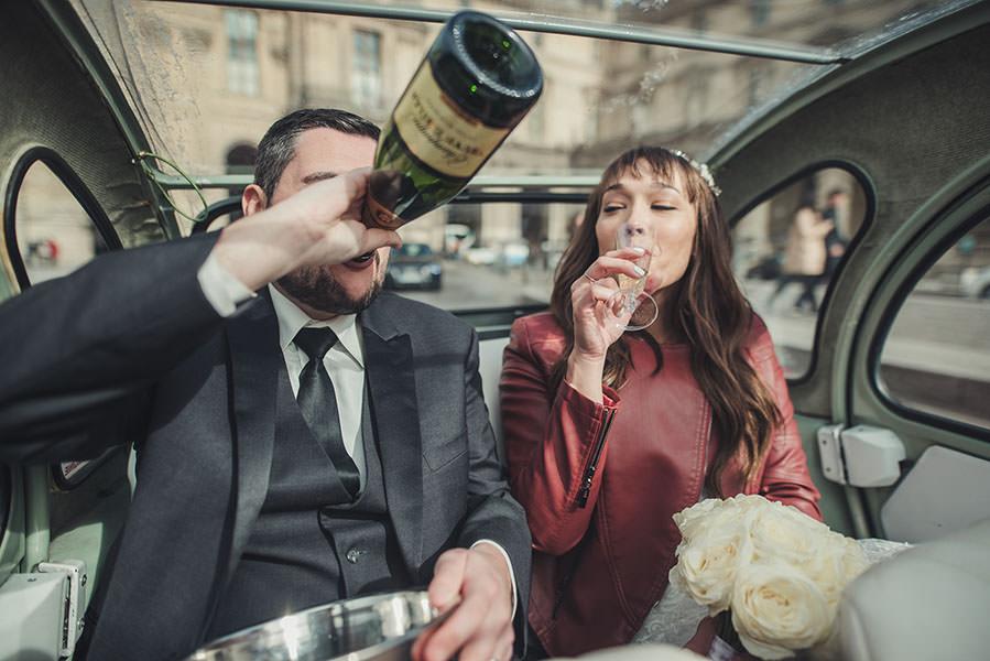 boire le champagne dans la voiture