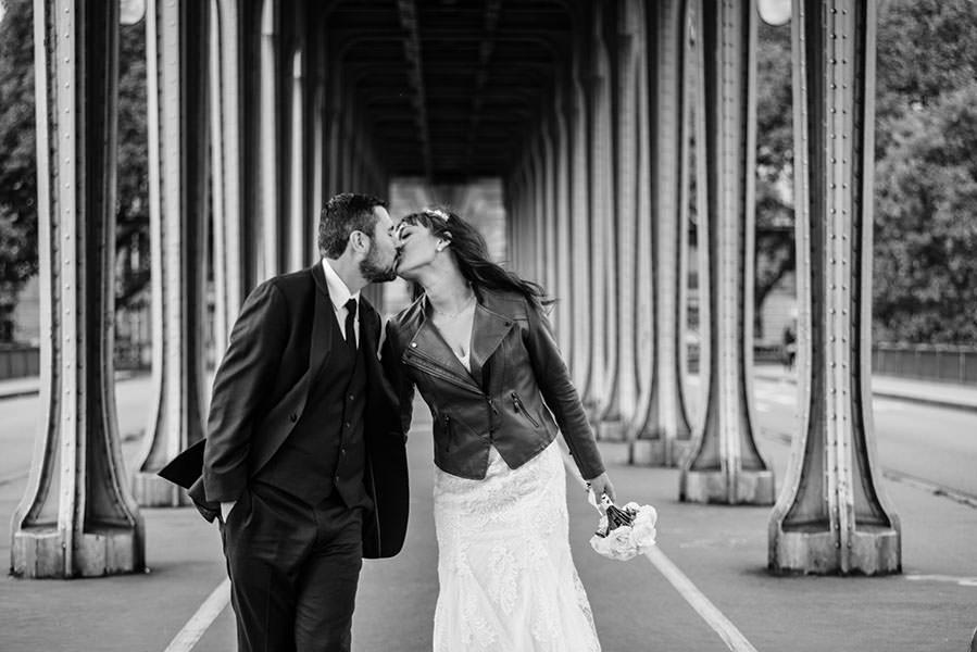 marcher ensemble sous le pont
